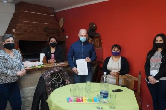 Cotillo se reunió con vecinos del barrio Bicentenario junto a parte de su gabinete