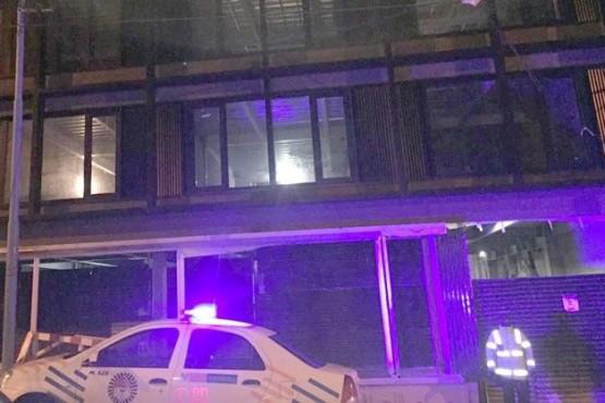 Obrero en coma al caer del quinto piso de un edificio en construcción