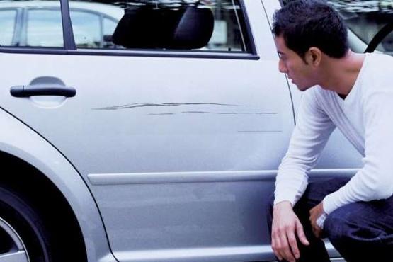 Cómo evitar que se raye la pintura del auto