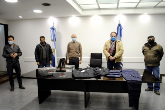Municipio entregó indumentaria para el personal de la Central Telefónica