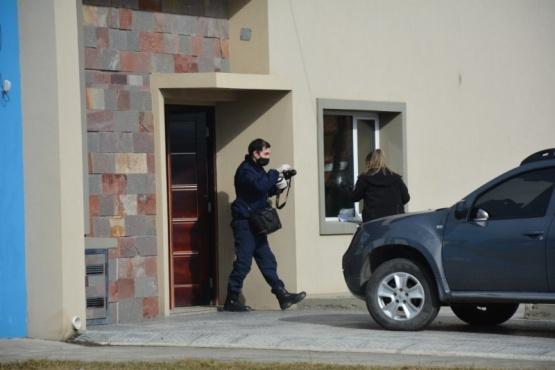 Un motociclista habría realizado el disparo contra la casa de Leandro Báez