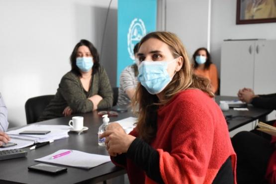 Carla Vizzotti en diálogo esta tarde con funcionarios de Salud de Santa Cruz