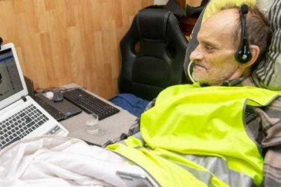 Padece de una enfermedad incurable, se dejará morir y quiere transmitirlo por Facebook