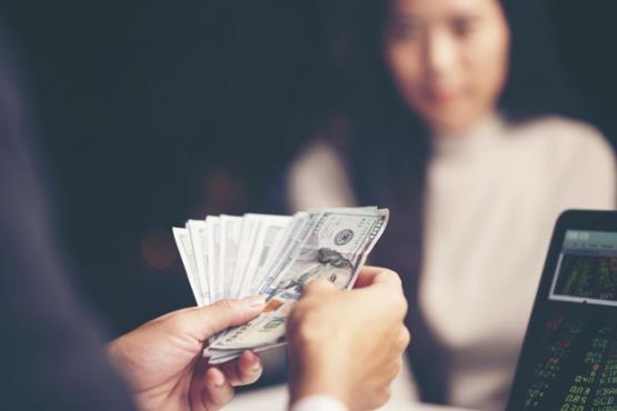 Cuáles son los signos del zodiaco que saben ganar dinero