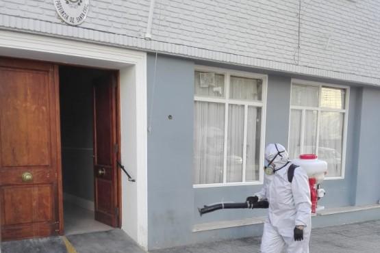 Trabajos de desinfección y sanitización en el Ministerio de Economía