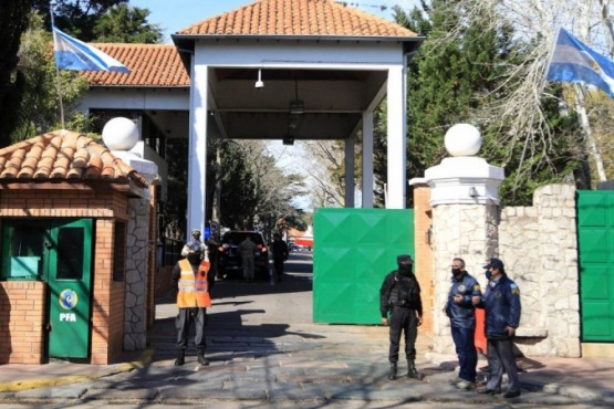 Un hombre fue detenido por tirar una bomba molotov contra la Quinta de Olivos