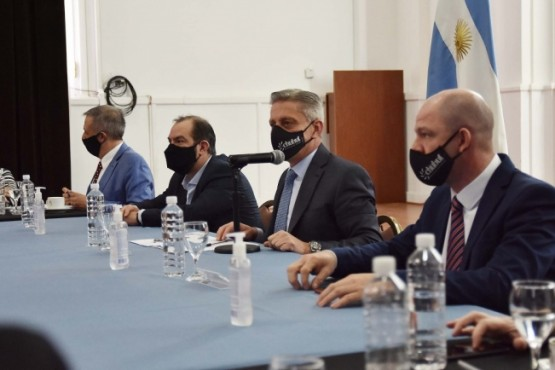Arcioni encabezó una reunión ampliada de gabinete y solicitó un plan de sostenibilidad a cada organismo