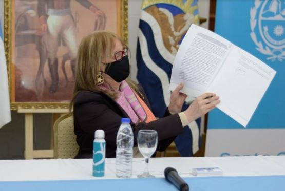Alicia firmó convenio para la provisión de equipamiento para las Fuerzas de Seguridad