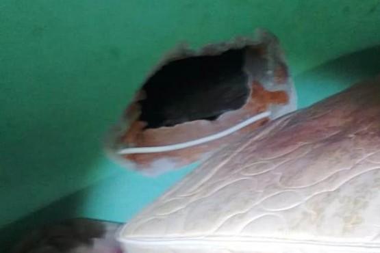 Hicieron un boquete y robaron 250 mil pesos de una casa