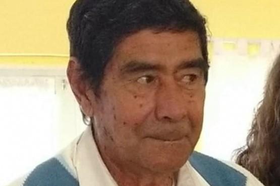 Por falta de camas en hospitales, un hombre murió en los brazos de su hija