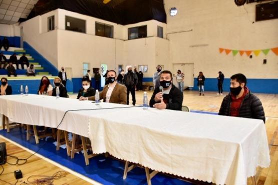 Maderna encabezó reunión con pastores en el Gimnasio Municipal N° 1
