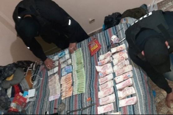 Dinero secuestrado durante los allanamientos en Deseado.