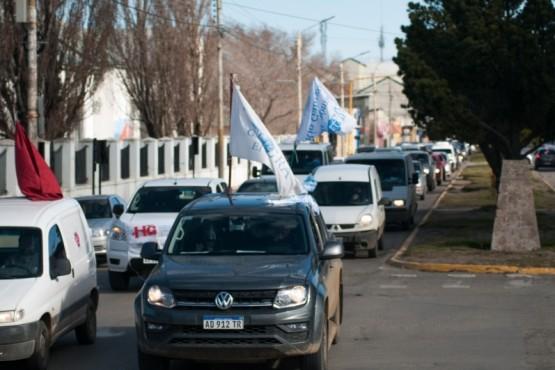 Cerca de 250 automóviles marcharon por Río Gallegos. (Foto: Leandro Franco)