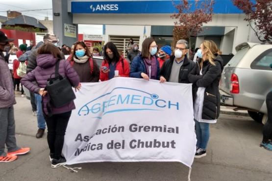 Trabajadores de Salud se manifiestan frente al Ministerio