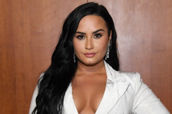 Demi Lovato dice que no usará el típico vestido blanco en su boda
