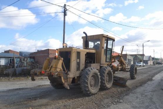 Trabajadores Municipales ponen en funcionamiento el sistema de riego del Parque Pirincho Roquel