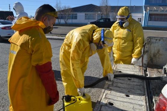 Ejército Argentino, Vialidad Provincial y Municipalidad realizan desinfección en Barrio Natividad