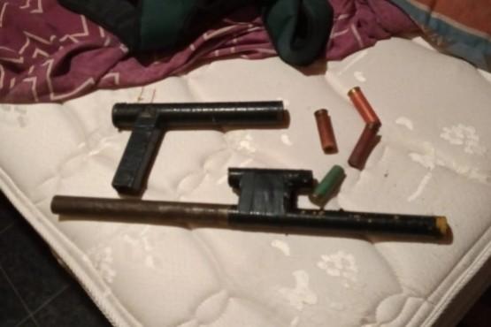 Realizan tres allanamientos y secuestran dos armas tumberas y municiones