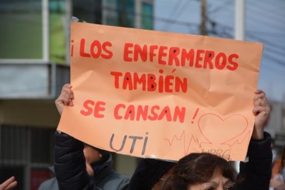 Cartel de enfermeros (Foto: C.Robledo).