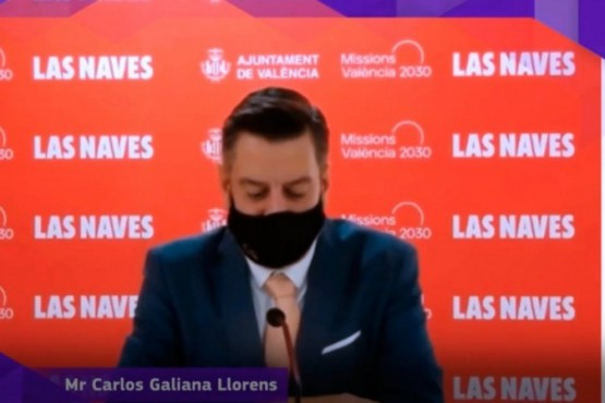 Insólito: Un concejal simuló que hablaba inglés con barbijo pero era doblado por otra persona