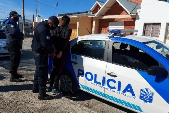 El menor fue encontrado en la vivienda y trasladado a la Comisaría. (Foto: C.R.)