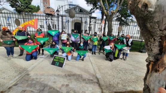 Frente a Casa de Gobierno. (C.R)