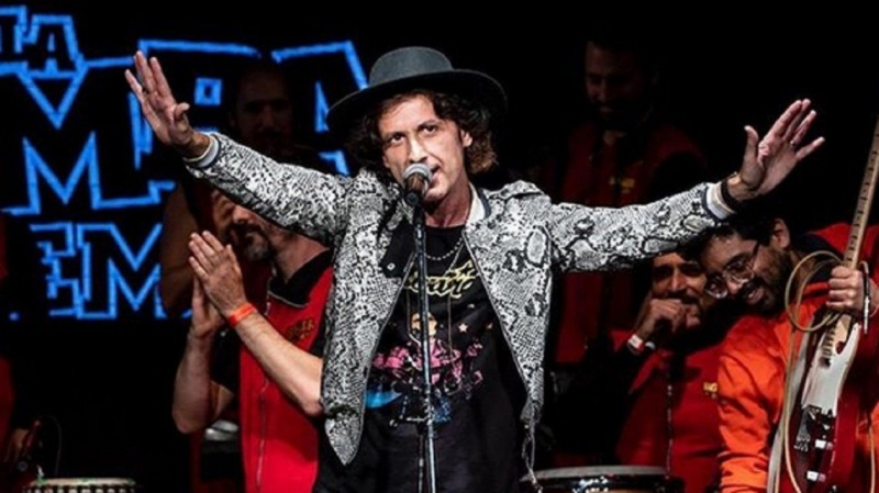 El cantante, Coti.