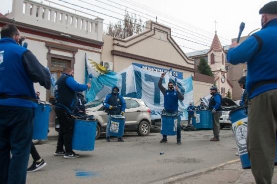 Manifestantes de UTA ayer en la Municipalidad.
