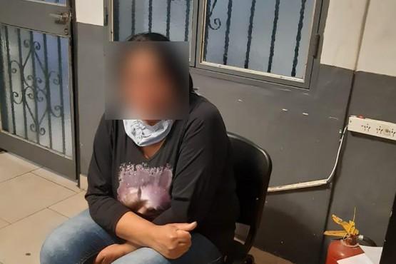Fue a llevarle comida a su hijo preso y quedó detenida por un homicidio