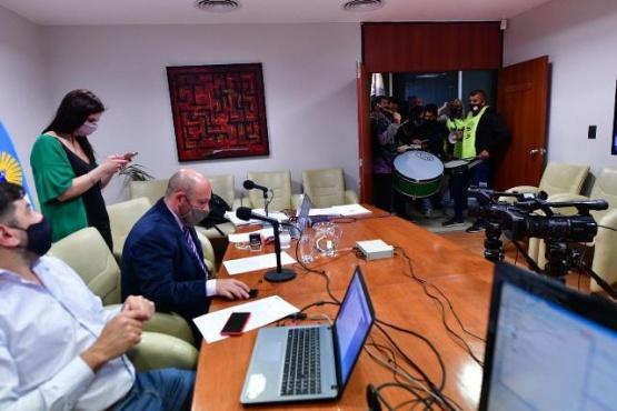 Sastre terminó la sesión virtual ante la interrupción del gremio Apel