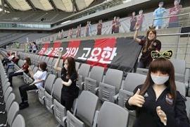 Escándalo: Muñecas sexuales en un partido de fútbol