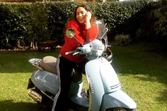 Agostina Alarcón, la hija de Claribel Medina, contó que hace delivery con su moto