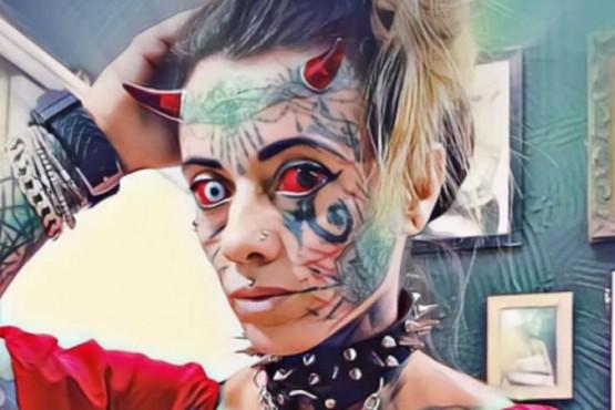 Con el objetivo de parecerse al diablo se incrustó cuernos y se tatuó la cara