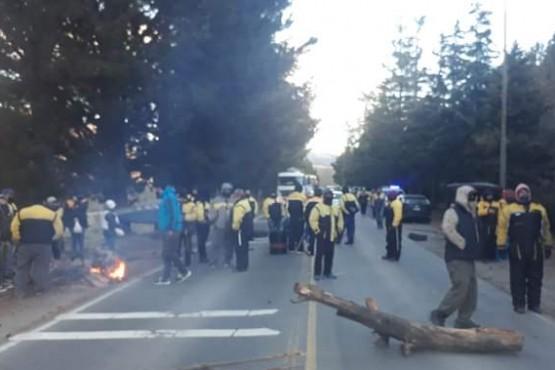 Empleados viales levantaron la medida de protesta en la portada de ingreso