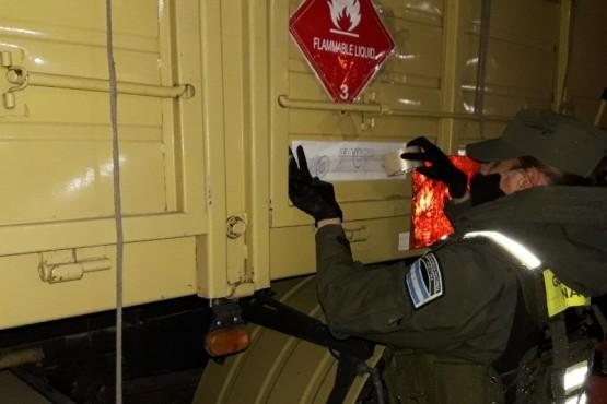 Gendarmeria secuestró un camión con 1.600 kilos de ácido sulfúrico