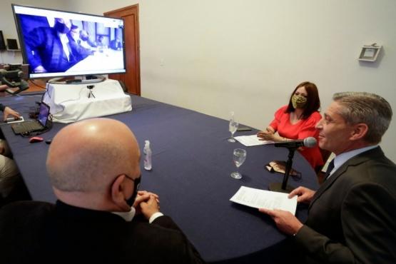 Arcioni y Perata firmaron convenios con Intendentes de la Comarca Andina