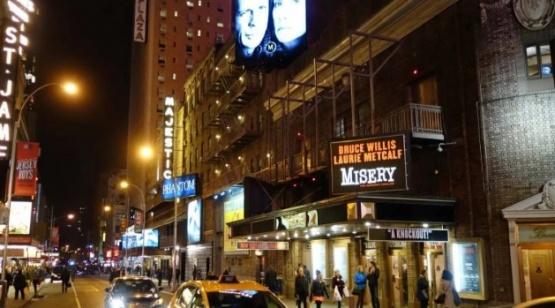 Los teatros de Broadway no volverán hasta mayo de 2021