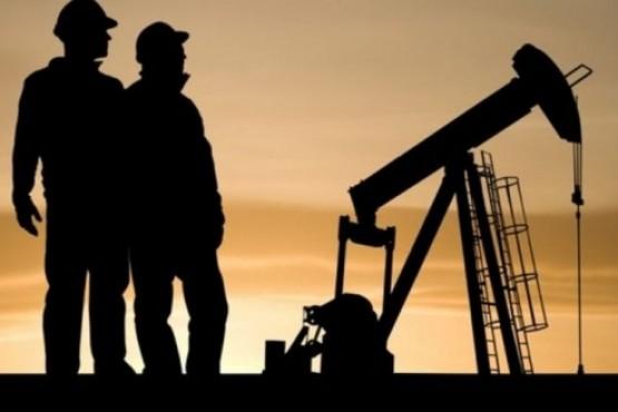 Aumento y bono para los petroleros