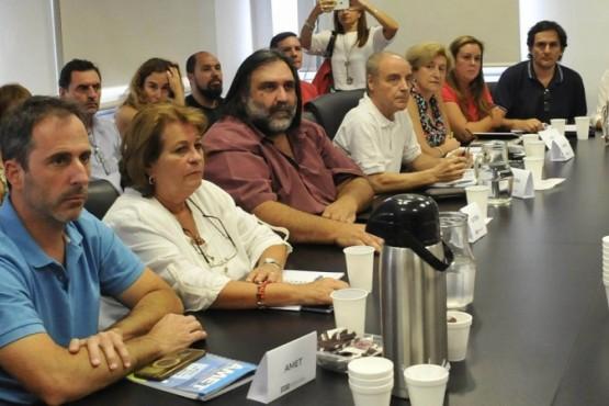 Los docentes bonaerenses aceptaron un aumento salarial escalonado del 15 por ciento