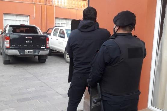 Fueron por la música alta y aprehendieron a dos hombres armados