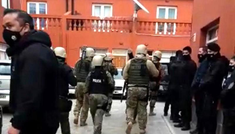 Los uniformados estuvieron resguardados hasta que ingresó el grupo táctico.