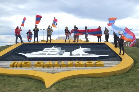 Armenios plantan su bandera en Río Gallegos por un conflicto bélico a 15 mil kilómetros