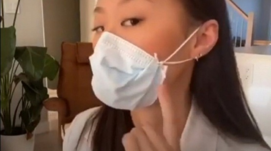 VIDEO: Un efectivo método para colocarse el tapabocas
