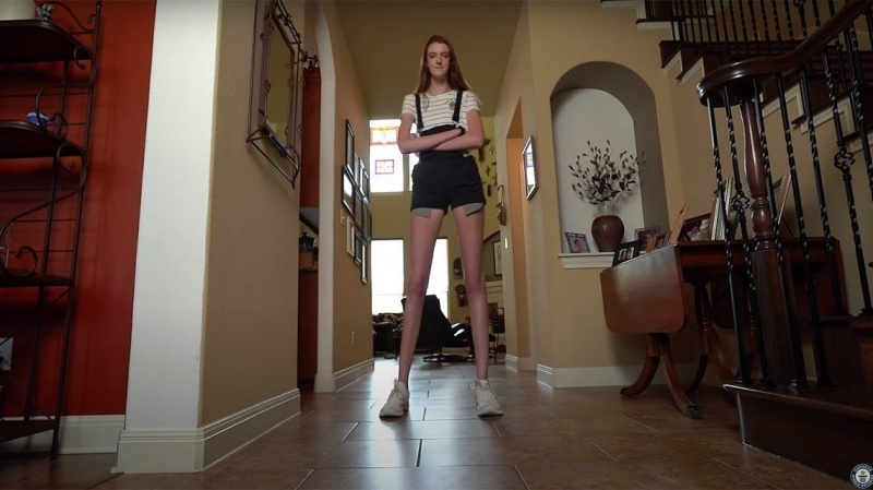 Maci Currin: La joven que es furor por tener las piernas más largas del mundo
