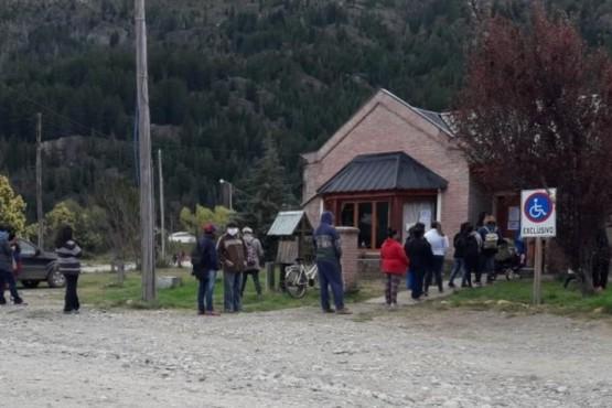 Lago Puelo| Asistieron con indumentaria a más de 250 familias