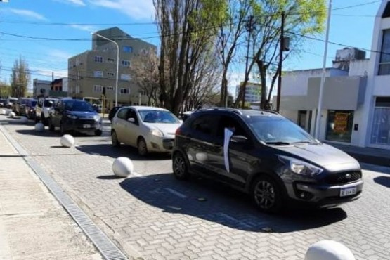 Río Gallegos  Caravana de gremios y autoconvocados por la salud