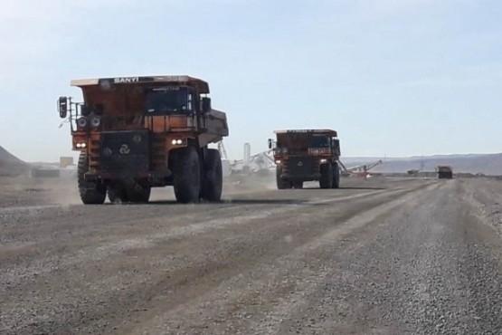Camiones en la zona de las obras.