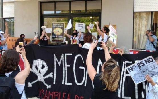 Juntan firmas contra la Megaminería