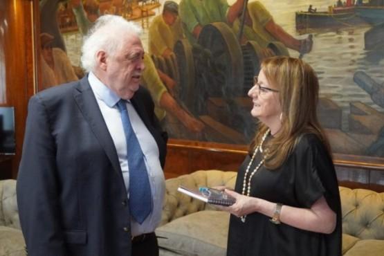 Ginés González García junto a Alicia Kirchner (Foto archivo).