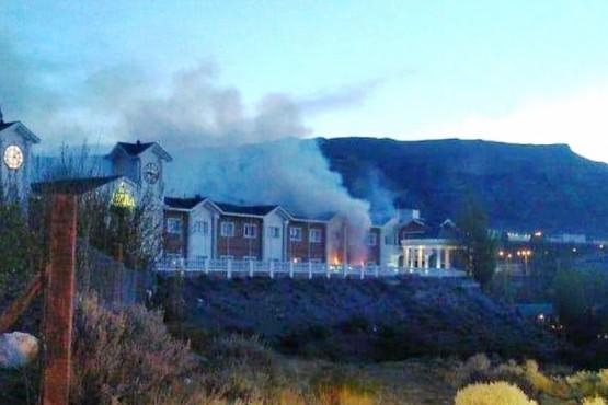 Por un cortocircuito se incendió un hotel